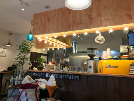 LENN CAFE(レンカフェ)西新井栄町 店内