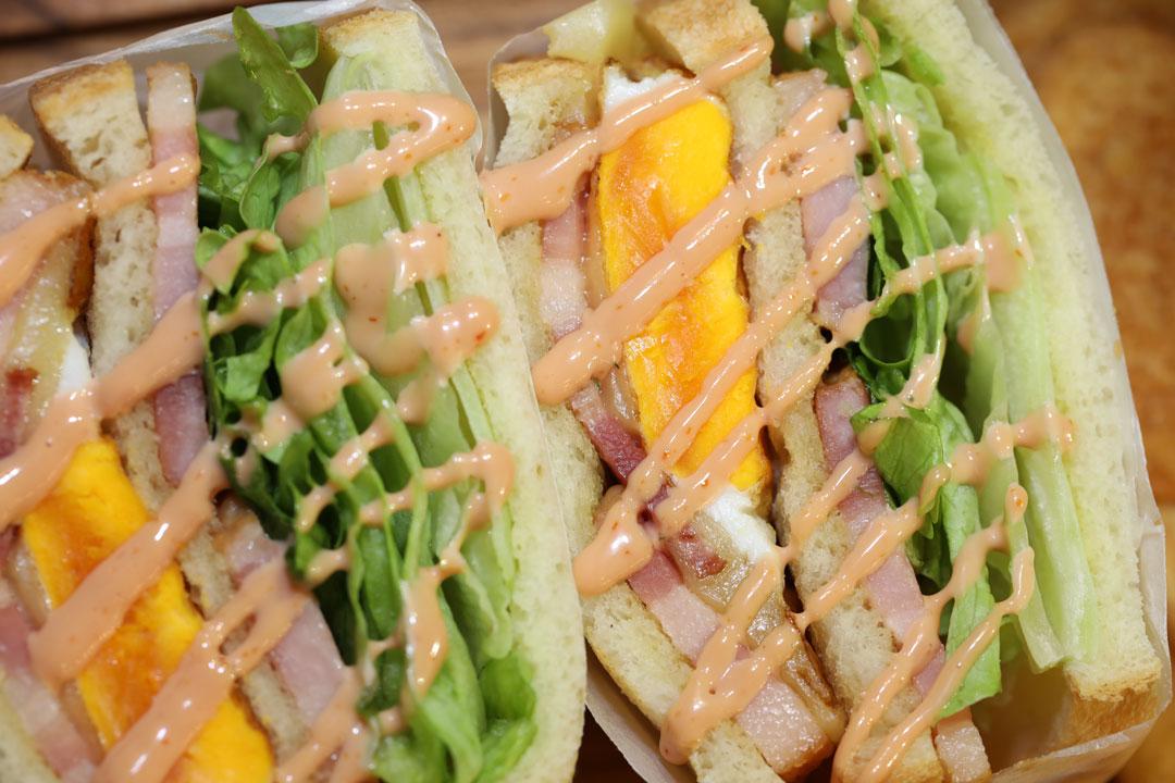 LENN CAFE(レンカフェ)「れんかふぇ・レンかふぇ」ベーコンエッグサンドイッチ_Bacon Egg Sandwich2