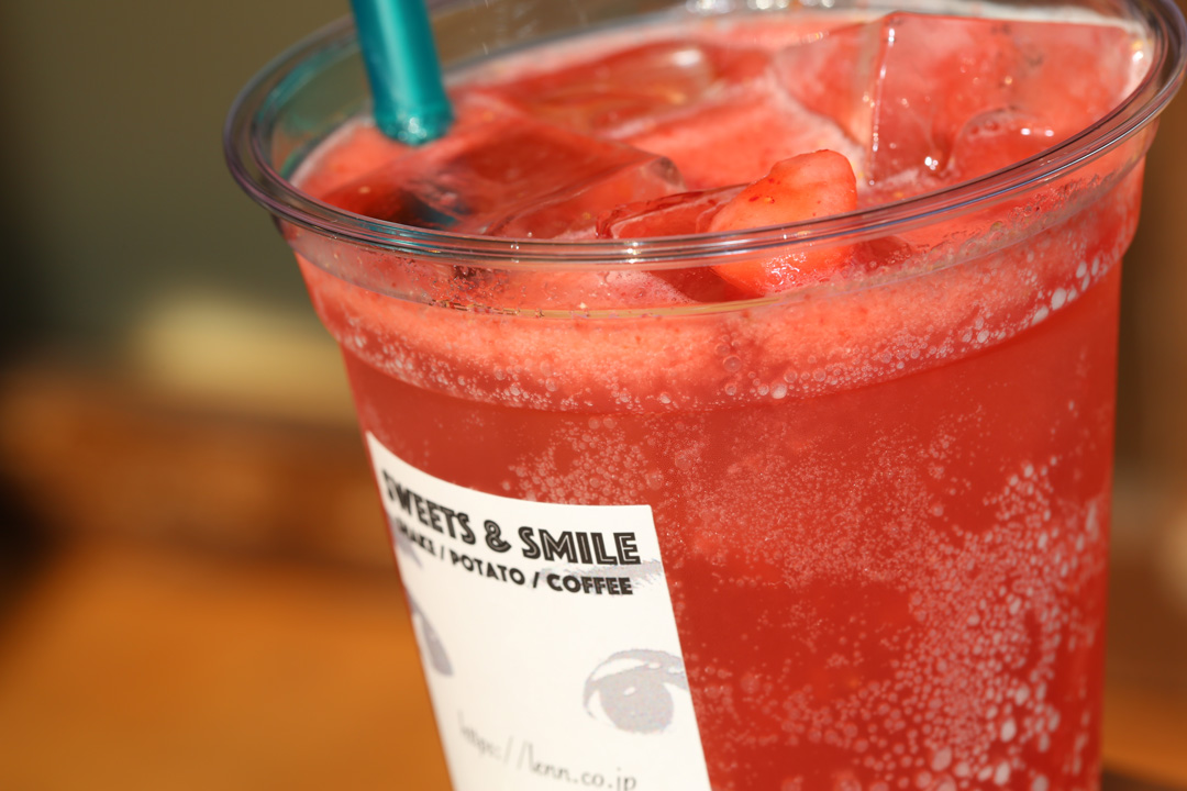 ストロベリーソーダ(Fresh-Strawberry-Soda)LENN-CAFE(レンカフェ)「れんかふぇ・れんカフェ」1