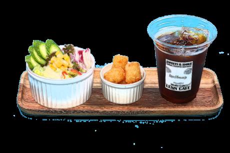 「サラダドリンクセット(Salad Drink Set)」レンカフェ(LENN CAFE)SET MENU アイスコーヒー