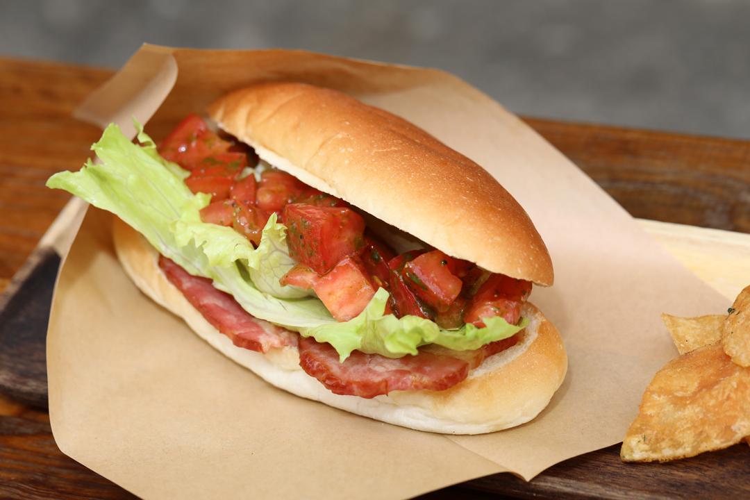 B.L.Tドッグサンド(B.L.T Dog Sandwich)レンカフェ(LENN CAFE)